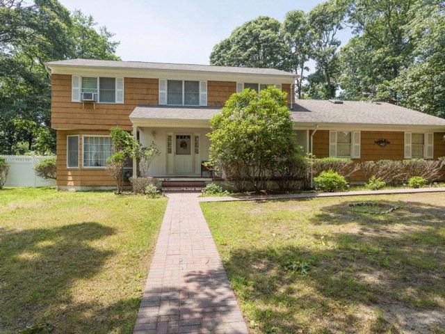 4 BR,  2.50 BTH  Colonial style home in GREENPORT